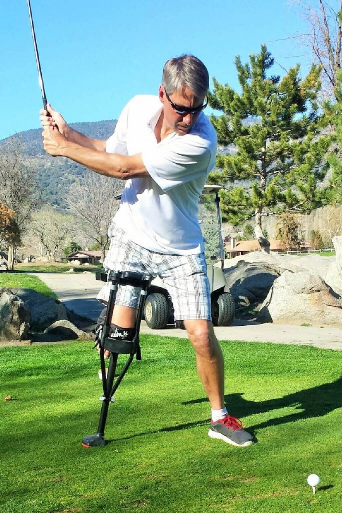Play golf with a sprained ankle and with an aircast